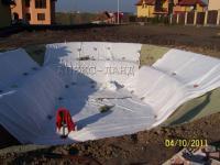 вкладання геотекстилю при будівницві ставка