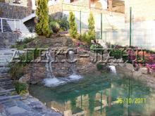 пруд с водопадом